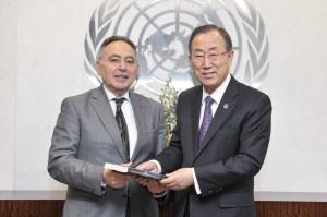 Bahey Eldin Hassan present CIHRS annual report to UN Secretary -General Ban Ki -moon. - (UN Photo/Mark Garten)